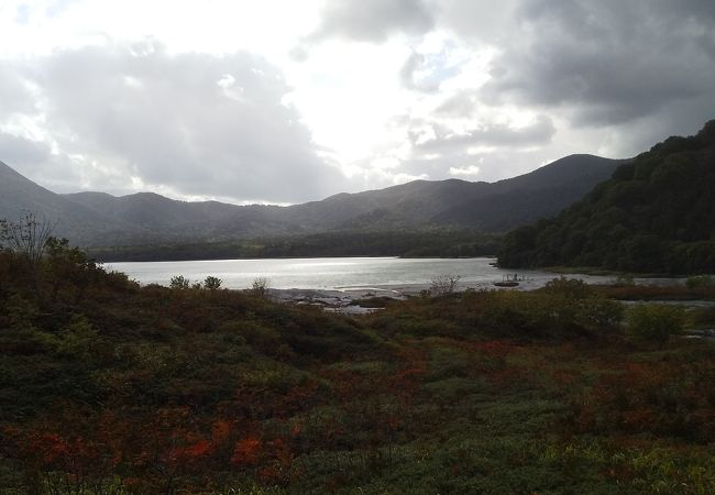 恐山の眼前に広がる湖