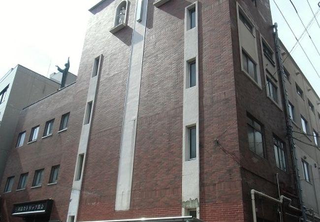 聖ドンボスコ像のあるサレジオ会の教会