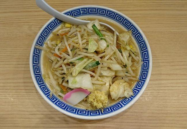 シャキシャキとした野菜炒めがのった、トナリのタンメン