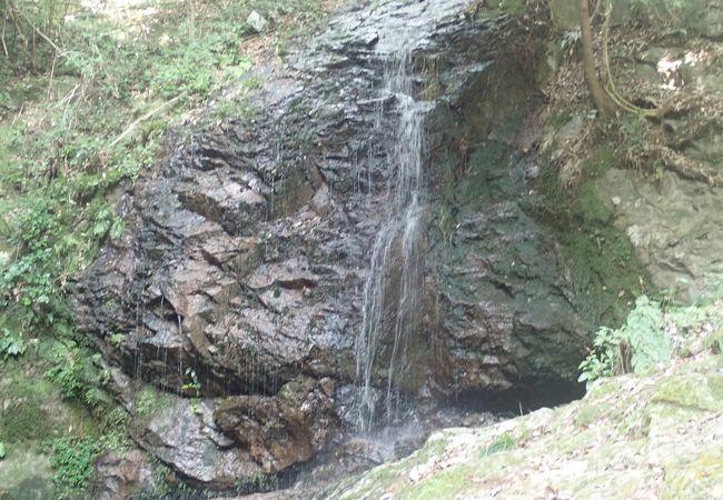 低い山だけど岩山のスリルと急登が堪能出来る山です
