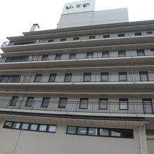 松山空港リムジンバス乗り場から徒歩5分でふなやに到着