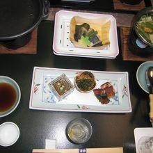 夕食は食前酒と茄子の煮びたしや穴子等