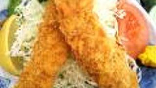 特大サイズの海老フライ