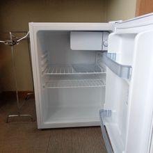 空の冷蔵庫があるのでコンビニビール