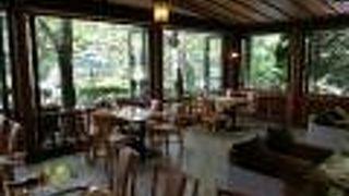 ジョン・レノンの愛したカフェテラスにて