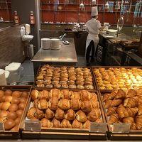 パン たくさんある