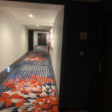 どこまでも続く廊下 何度も曲がって ようやく部屋へ