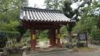 津城内にある藩校の門。