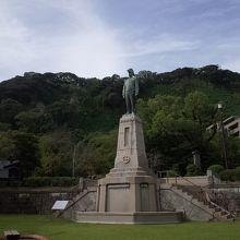 島津三公像
