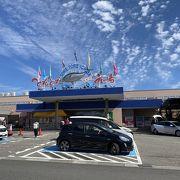 和歌山土産が揃う巨大市場。マグロの解体ショーやっています