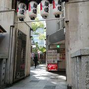 都会の中の神社