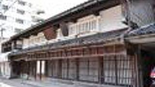 福久屋石黒傳六商店 (石黒薬局)