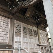 本殿の正面に、キジが彫られている