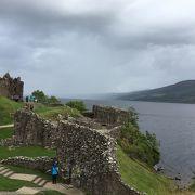 ネッシーを見に来る観光客と、愛国の悲しい歴史に涙するスコットランド人と…