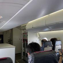 DHC8-Q400CC機内