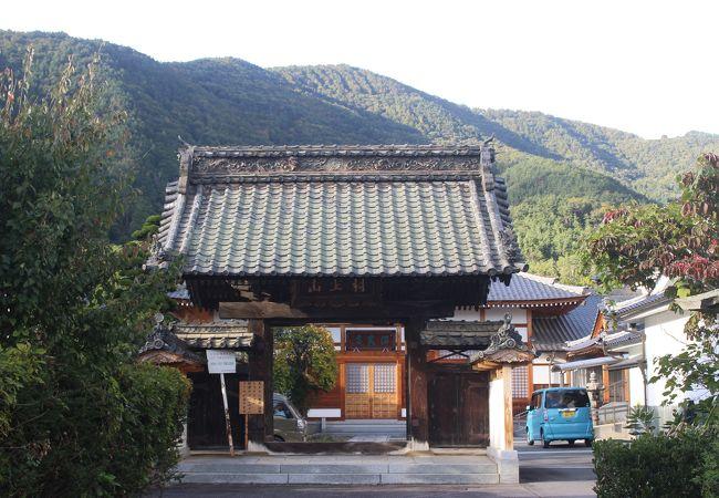 村上義清の居館があったところ。周辺には宿場町時代の建物があります