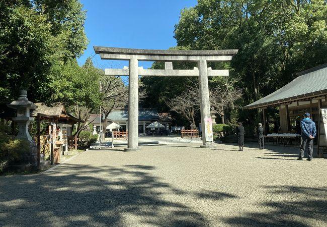 宮崎神宮の駐車場近くにあります