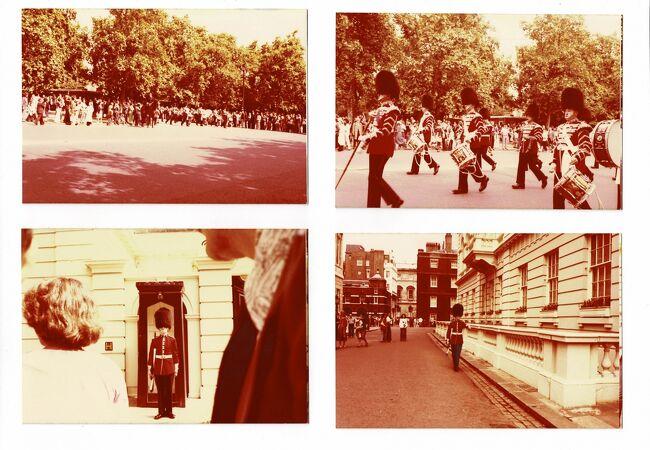 セピア色の思い出:今日の大きなお目当て、バッキンガム宮殿の衛兵交代式を見た。