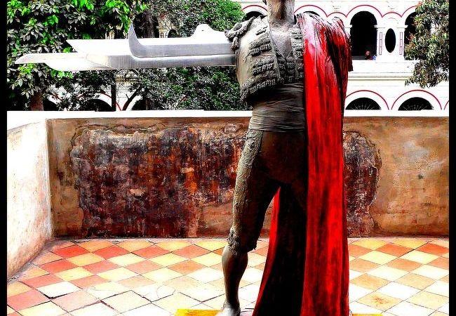 確かに歴史の重みは感じるのですが....即、鼻炎が発症しそうなボロボロの教会(リマ/ペルー)