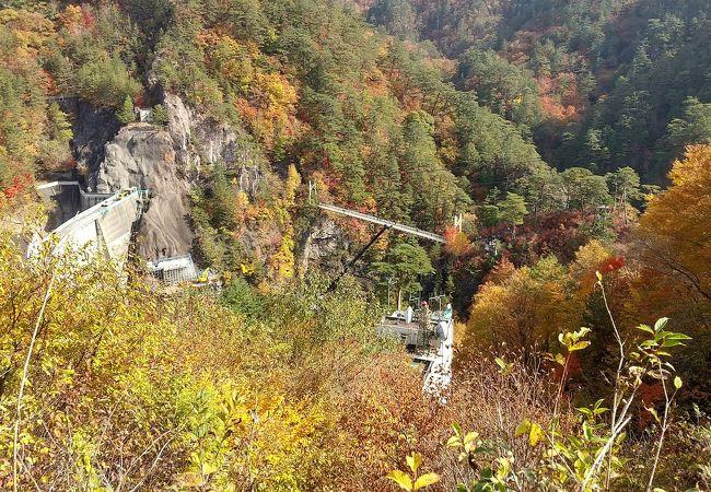 川俣ダム手前の深い峡谷