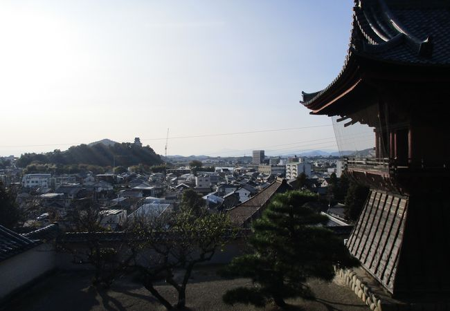 目の前に犬山城