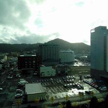 部屋からの函館山