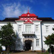 赤いお屋根の可愛い建物。無料なのに展示が充実
