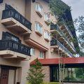山小屋風のリゾートホテル