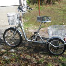 島の人々の足は、写真の三輪車で~す!