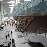 3つのターミナルからなるインド最大の空港。
