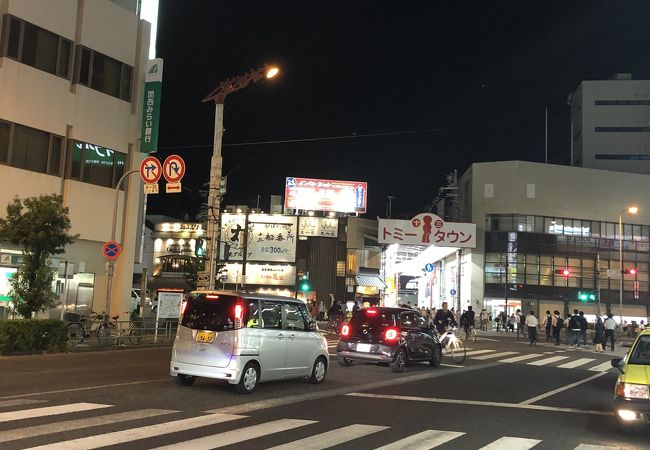 十三駅前通商店街は夜の街