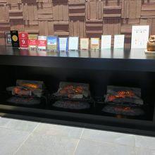 入り口の暖炉