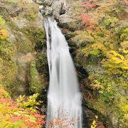 紅葉シーズンの秋保大滝