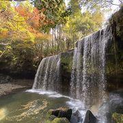珍しい裏から見られる滝が素晴らしい