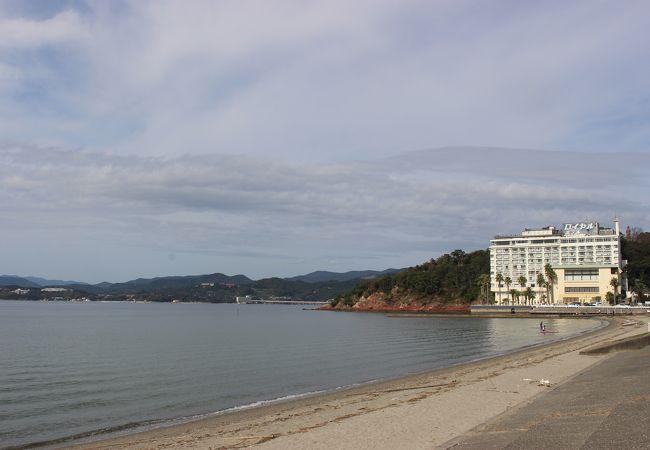 舘山寺門前町の近くの浜名湖のビーチ