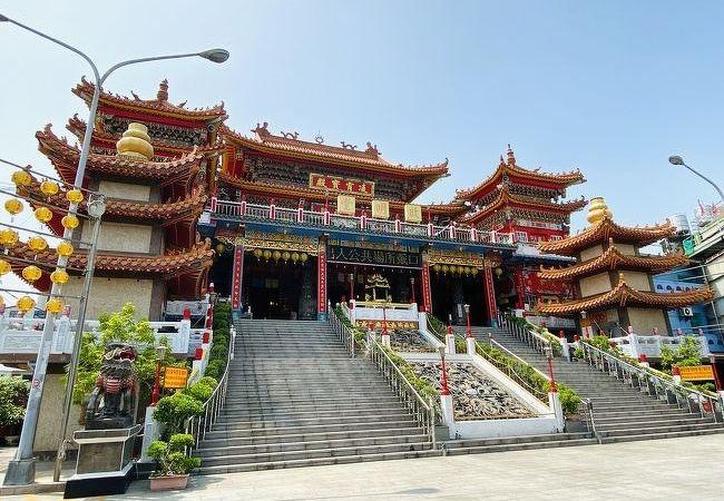 豪奢な造りの道教寺院