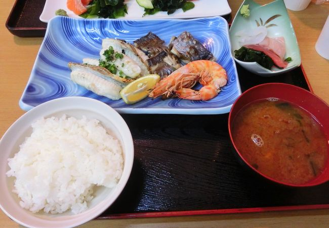 定食は1500円均一