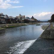 京都と言えばこの川!みんな川辺でそれぞれの過ごし方