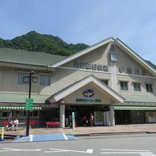 三角屋根の駅舎
