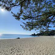 広く美しい浜辺