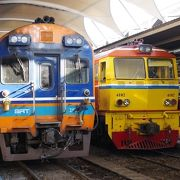 バンコク駅からアユタヤ駅まで特急、快速で1時間半。普通電車で2時間。遅れが少し心配だけど乗ってしまえば快適そのもの。