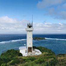 灯台越しの海