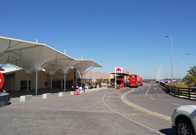 アバロン空港 (AVV)