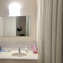 OYO旅館つり幸、客室洗面台はセパレート。