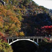 奇岩と渓谷が美しい 山梨一の紅葉名所