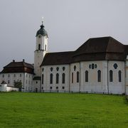 田園風景の中の教会