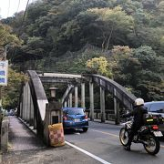早川に架かるアーチ型の美しい橋
