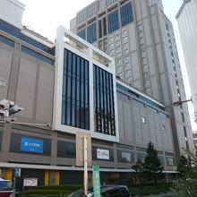 ロイヤルパインズホテルの客室を主とする高層階部分の様子です。