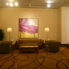 ロイヤルパインズホテルの2階の待合コーナーです。ゆったり感