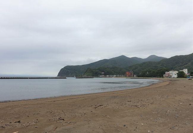 長さ700mの、幅のある砂浜